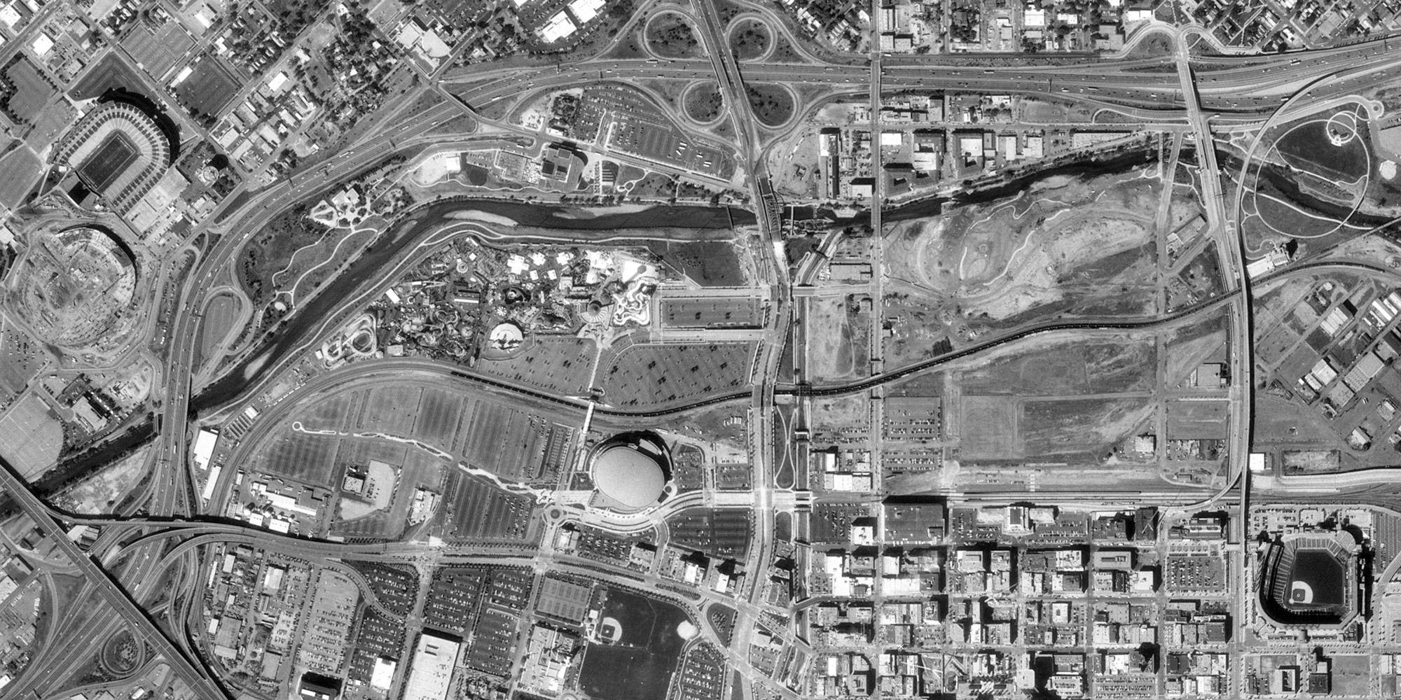 Aerial image of Denver's Central Platte Valley, October 1999