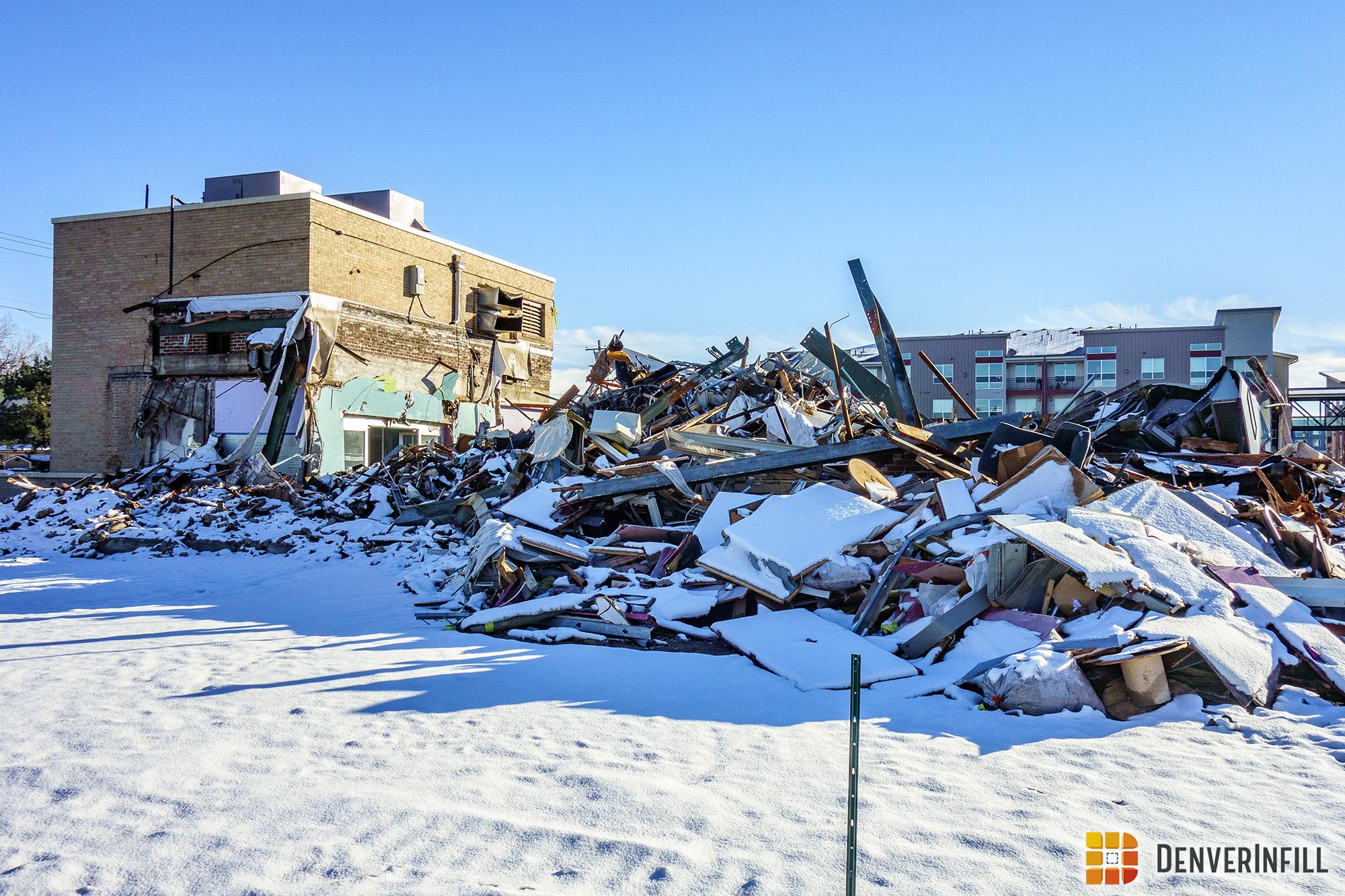 Atlantis Apartments demolition pilie